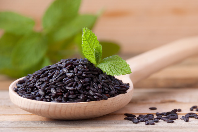 黑米中含有丰富的营养物质,在购买时候要注意区分优劣图1