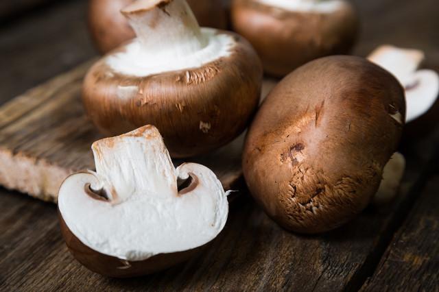 香菇虽然浓香扑鼻,开胃消食,但在食用时需要注意这些方面图2