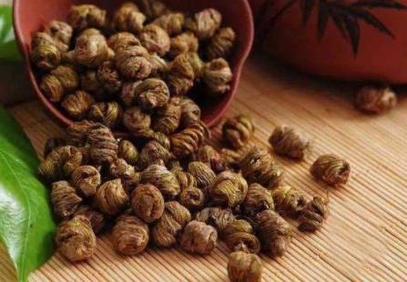 湿热体质可以吃石斛吗 湿热体质可以吃三七粉吗