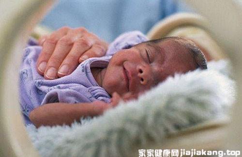 早产儿体质弱!给宝宝日常喂养时要掌握这四点