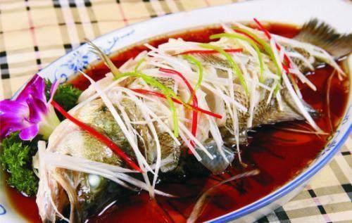 经常吃鱼肉健脑、护心脏效果好,可营养师提醒:有4种鱼别随便吃图1