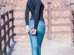 牛仔裤大气美观,不死板,充满个性。