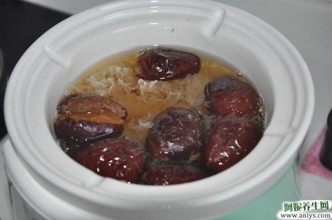 美容养颜:银耳红枣羹的做法