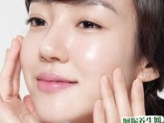 女人夏天肌肤出油多,控油的三大误区