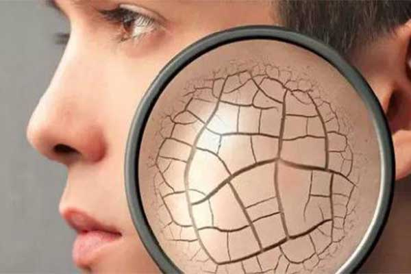 美女们肤色暗黄不均匀该怎么办,选择正确护肤方法让女生恢复亮白