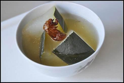 夏季常用三种煲的药膳养生汤治疗感冒:健康养生