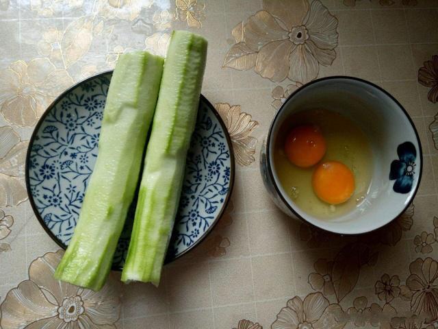 丝瓜炒鸡蛋 如何才能让炒出来的丝瓜颜色鲜艳口感佳
