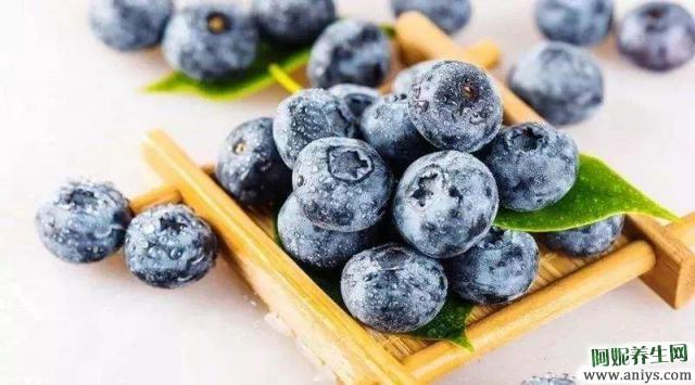 吃蓝莓,有助于降血压和软化血管