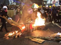 香港警方拘捕44人 因涉嫌非法集结及藏有攻击性武器
