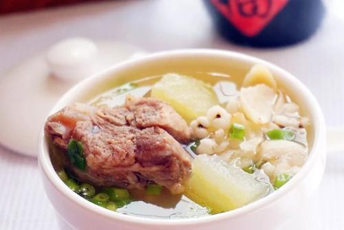 养生药膳汤:冬瓜薏仁排骨药膳汤